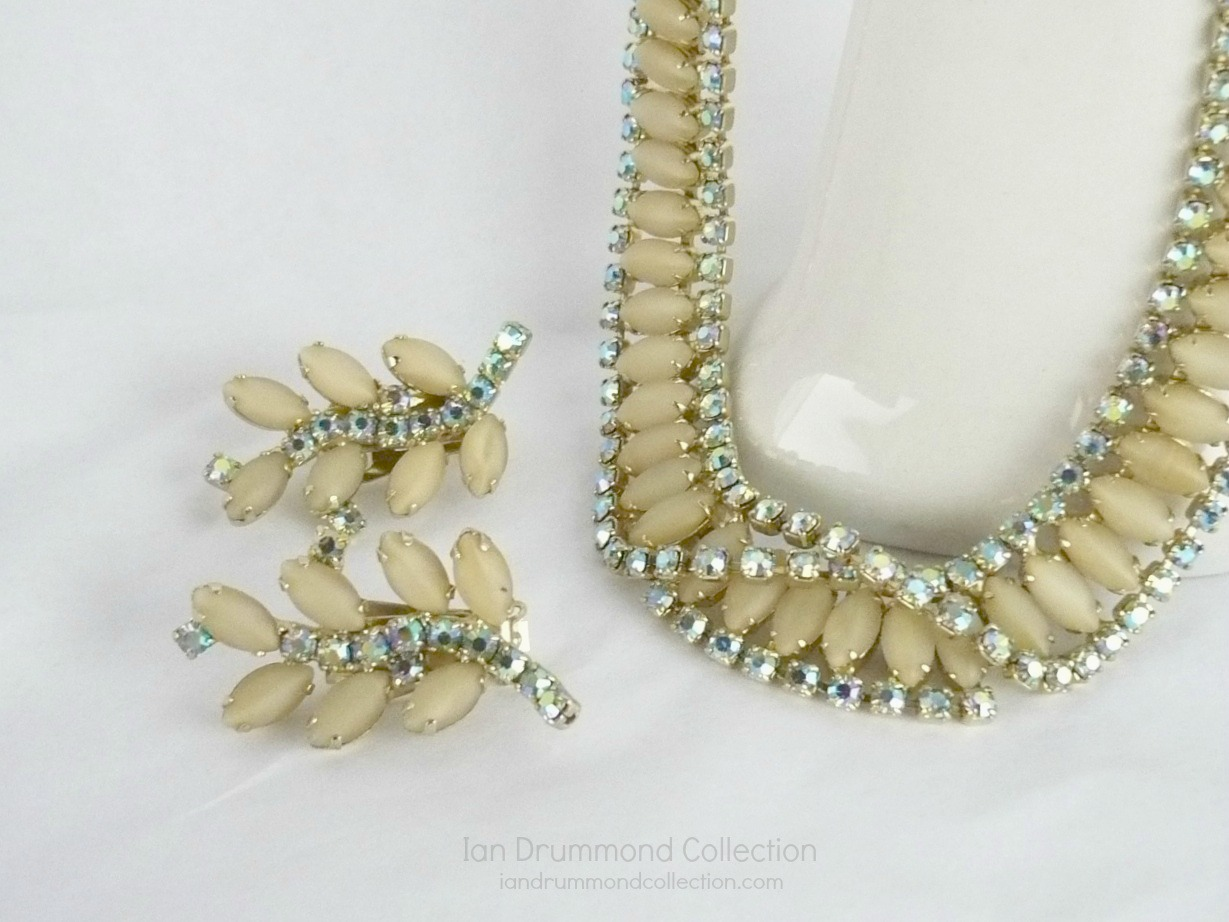 Ian Drummond Collection IDC Vintage Toronto Movie TV Wardrobe Rental jewellery 2 pc set Hobe 2